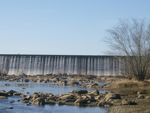 Blewett falls dam is on the pee dee river in anson for Falls lake fishing
